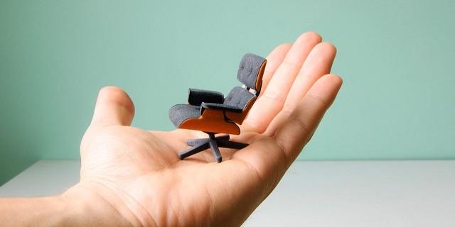 """""""So entstand diese perfekte kleine Miniatur von Charles Eames klassischem Lounge Chair gleich zweifarbig; vom amerikanischen Designstudenten Kevin Spencer.""""  Kreatives Design: Mini-Eames-Chair aus dem 3D-Drucker Wohn DesignTrend Mini Eames Chair aus dem 3D Drucker von Kevin Spencer 01 e1371628986776"""