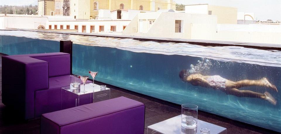 """""""Von einem Unterwasserrückzug bis einen sich neigenden Turm, sehen Sie einige der wildesten Hotels um die Welt an. Wir haben die Spitzenhotels gefunden.""""  Die wildesten Hotels um die Welt Die wildesten Hotels um die Welt slide"""