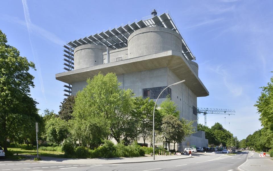IBA-Hamburg Energiebunker: Neues Leben für ein Mahnmal Energiebunker Neues Leben f  r ein Mahnmal slide